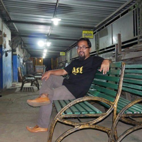 proyek kursi taman besi makassar