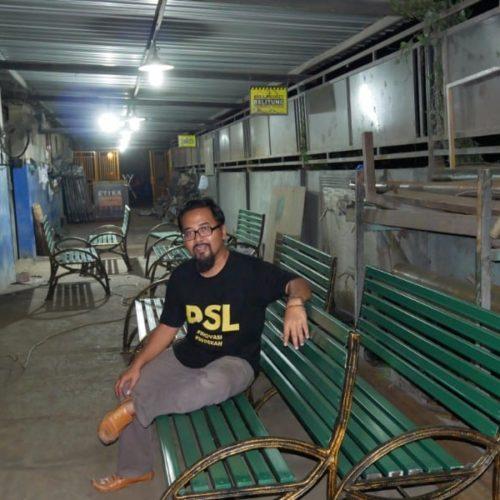 proyek kursi taman kota makassar