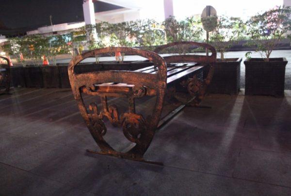 proyek kursi taman stasiun tugu motif ikon kota jogja