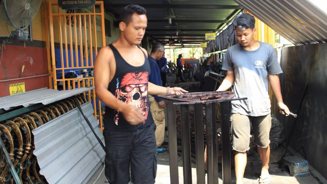 Kursi Antik Cor Stasiun Tugu Yogyakarta - Gudanglampuku