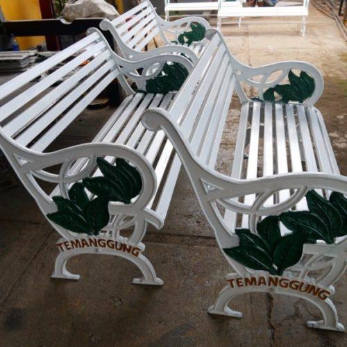 proyek kursi antik taman pemkab temanggung