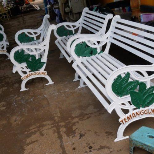 proyek kursi cor antik taman temanggung