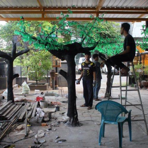 proyek pohon dekoratif taman kabupaten sampang madura