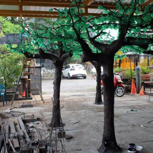 proyek pohon LED dekoratif taman madura