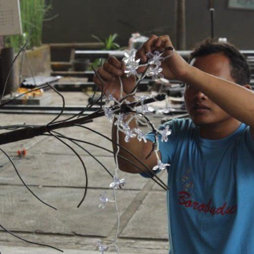 proyek lampu pohon taman pemerintah kabupaten sampang