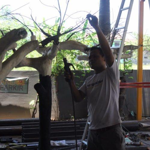 proyek pohon plastik pemerintah sampang madura