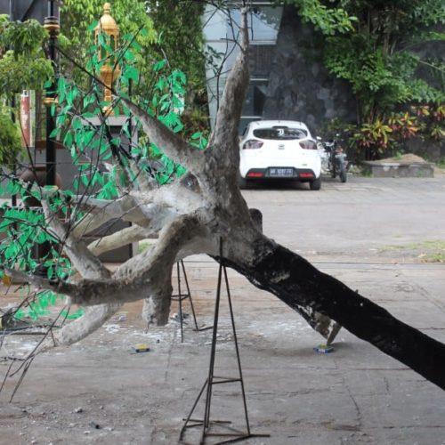 proyek pohon LED taman sampang madura