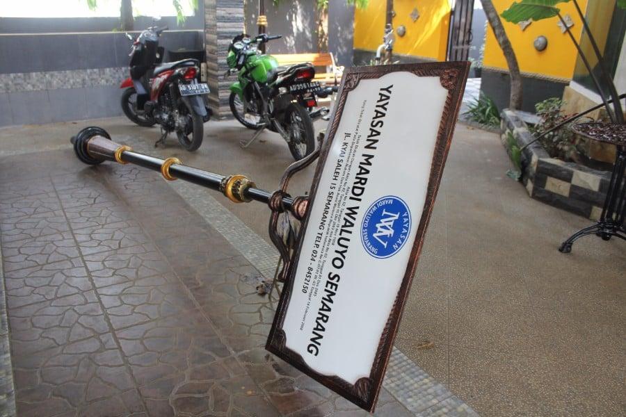 proyek tiang papan nama yayasan mardi waluyo kota semarang