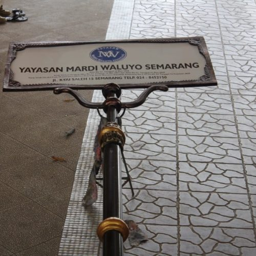 proyek tiang papan nama yayasan mardi waluyo