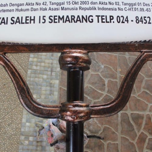 proyek tiang papan nama antik yayasan mardi waluyo semarang