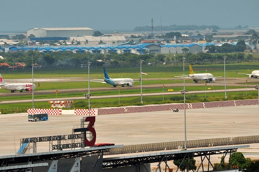 Pentingnya Lampu Highmast Bagi Kawasan Bandara