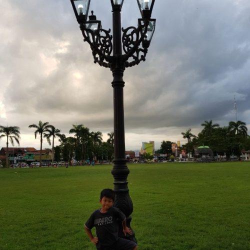 proyek tiang lampu alun-alun purworejo