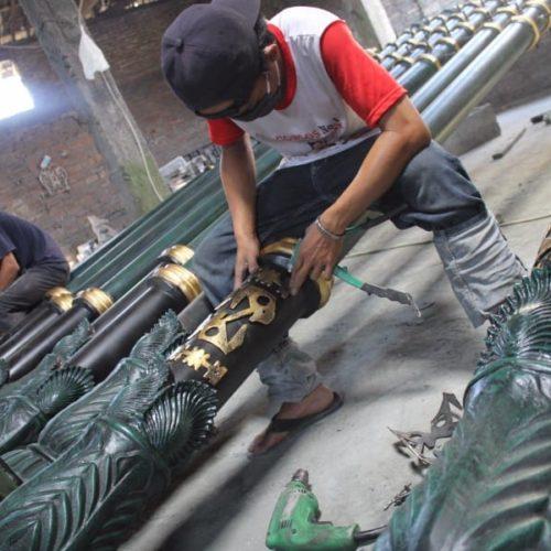 proyek tiang penunjuk arah jalan motif antik belitung