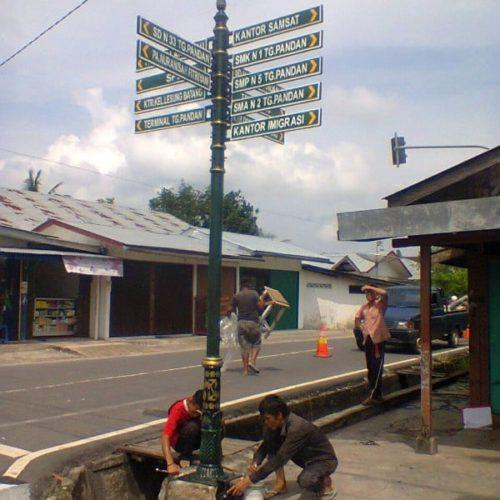 proyek tiang penunjuk arah jalan ornamental belitung