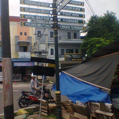 proyek kabupaten belitung tiang cor penunjuk arah jalan motif klasik