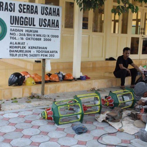 proyek tiang lampu taman kantor gubernur DIY