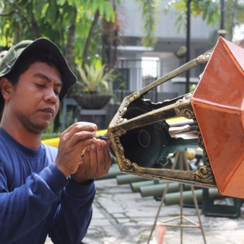 proyek tiang lampu unik lombok tengah