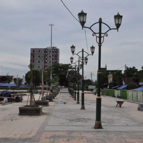 proyek tiang lampu taman unik alun-alun rembang