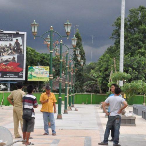 proyek tiang lampu klasik alun-alun rembang