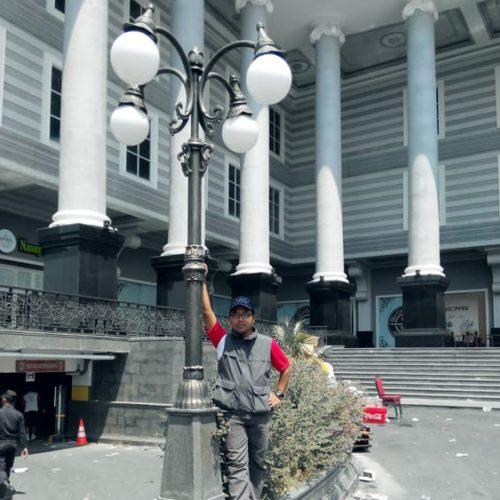 proyek tiang lampu antik unik cabang empat jogja city mall