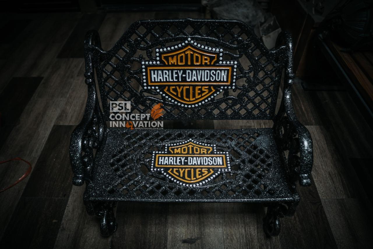Kursi Sandar Ornamen Harley Davidson